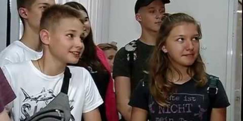Вбудована мініатюра для Для школярів області Дніпропетровська служба зайнятості організувала екскурсію на телебачення